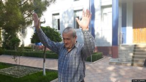 Бобомурод Абдуллаев после освобождения из-под стражи в зале суда. Ташкент, май 2018 года.