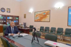 Премьер-министр Кыргызстана объявил выговор главе и статс-секретарю Минздрава