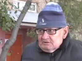 Пенсионер живет на скамейке в Алматы из-за жадности детей