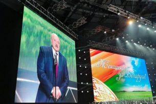 Лукашенко закрывает границы с Литвой и Польшей, посвящает военные учения женщинам