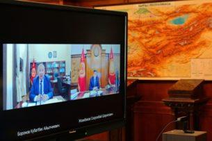 Обсуждали драку в Араванском районе, коронавирус и кредиты: Сооронбай Жээнбеков провел онлайн-совещание с Кубатбеком Бороновы