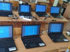 Казахстанцы, получившие бесплатные ноутбуки для учебы, стали продавать их