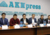 Ряд политических партий Кыргызстана объединились и потребовали провести выборы в Жогорку Кенеш 20 декабря