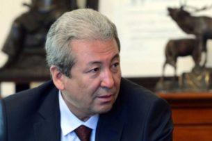 Адахан Мадумаров заявил, что за попыткой Генпрокуратуры снять его с предвыборной гонки стоит Садыр Жапаров