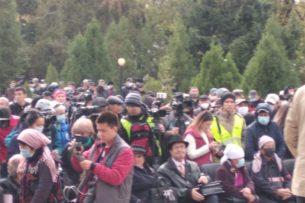 В Бишкеке у здания «Медиафорум» начинается митинг в поддержку стабильности