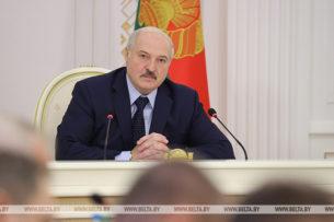 Лукашенко планирует до нового года поделиться полномочиями с другими органами власти