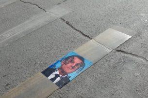 В Оше растоптали портрет президента Франции