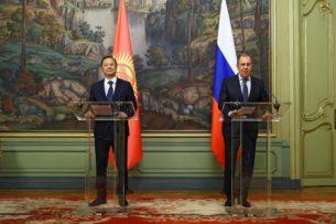 Москва и Бишкек поговорили на разных языках — «Коммерсантъ» о визите Руслана Казакбаева