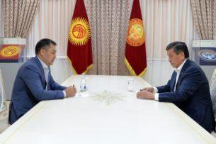 Садыр Жапаров ведет переговоры с Сооронбаем Жээнбековым по отставке с поста президента
