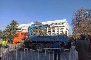 Грозит ли Кыргызстану политический и социальный дефолт?