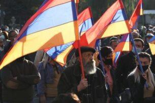 Армянский генерал обвинил Пашиняна и руководство армии во лжи и грубых ошибках