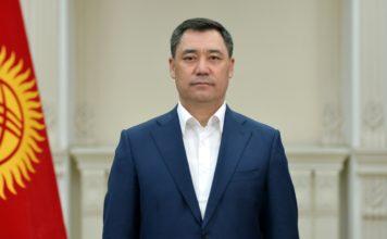 Садыр Жапаров сложил полномочия и. о. президента Кыргызстана.