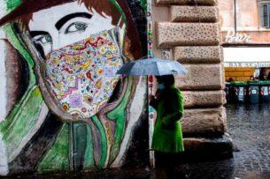 Итальянцам запретят покидать дома в Рождество и Новый год