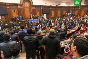 Оппозиция в Армении выдвинула на пост главы временного правительства бывшего премьер-министра