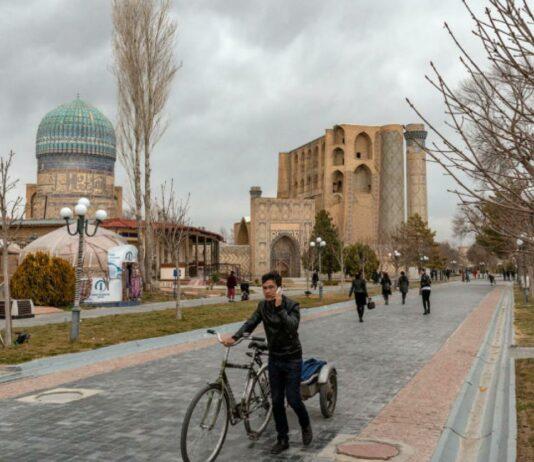 Поток туристов в Узбекистан в прошлом году сократился почти на 78%