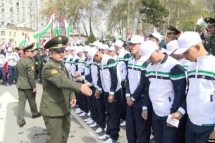 Отныне в Таджикистане военный билет можно получить на платной основе