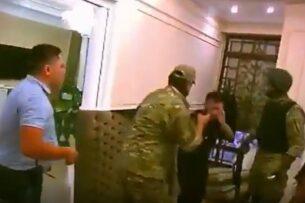 Адвокат прокомментировал видео с избиением бойцами «Альфы» личного врача Атамбаева
