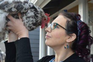 Женщина потратила 10 000 долларов на лечение своей курицы от болезни сердца