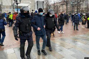 В Москве и Петербурге проходят задержания на акциях Навального