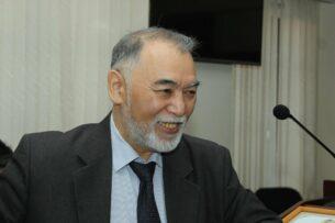 Скончался известный казахстанский журналист Казис Тогузбаев