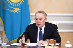 В Казахстане предлагают установить золотой памятник Назарбаеву