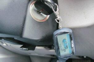 Села батарейка в брелоке: как открыть машину?