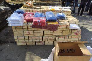 Таможенники Кыргызстана пресекли контрабандный ввоз мандаринов и спортивной одежды