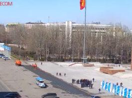 В Бишкеке митингуют владельцы автомашин с абхазскими госномерами