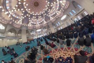 Скандал в муфтияте Кыргызстана. Связь с «Биримдиком» и растрата средств паломников — расследование «Азаттык»