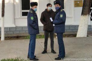 В Туркменистане задерживают одетых в старую одежду граждан