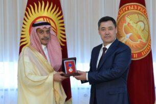 Садыр Жапаров наградил посла Саудовской Аравии орденом «Данакер»