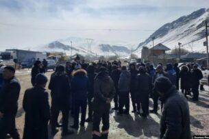 В Таласе местные жители встретили Садыра Жапарова по дороге на Джеруй