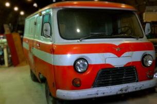Блогеры нашли в ангаре забытые советские электрокары УАЗ, РАФ и «Москвич»