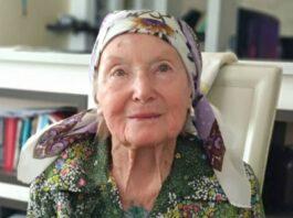 Исполнили мечту 95-летней женщины из Бишкека. Она очень хотела «Птичье молоко» из Новосибирска