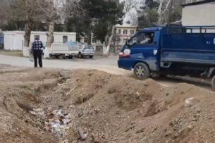 На таджикско-кыргызской границе убирают некоторые завалы и рвы, созданные во время пандемии