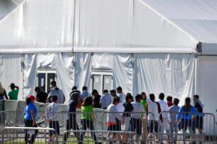 Администрация Байдена возобновляет программу приема несовершеннолетних мигрантов