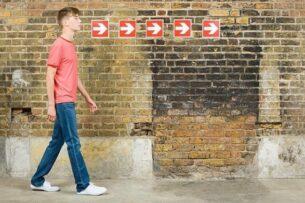 Поколение 40-50-летних родителей современных 15-20-летних юношей безнадёжно устарело