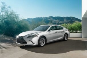 Lexus показал обновленный ES с сенсорным экраном