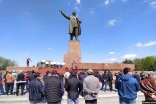 В Бишкеке и Оше ряд партий потребовали отмены результатов выборов в горкенеши