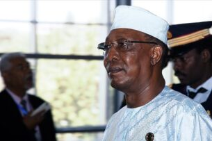 Президент Чада погиб в перестрелке. Он был недавно избран напрезидентский срок вшестой раз