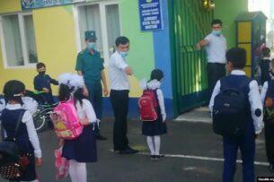 В одной из школ Ташкента в качестве борьбы с ЛГБТ измеряли длину носков учеников
