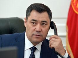 Садыр Жапаров по телефону поздравил президента Казахстана с днем рождения