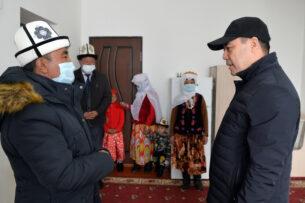 Садыр Жапаров встретился с памирскими кыргызами, переселившимися в Алайский район