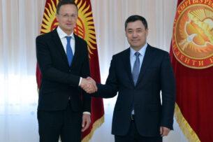 Садыр Жапаров встретился с  министром иностранных дел и торговли Венгрии