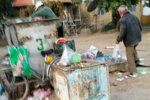 Туркменистан: Нищета и рост цен на продукты вынуждают все больше жителей заглядывать в мусорные баки