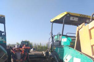 Возобновились работы по укладке асфальтобетонного покрытия на участке Джалал-Абад –Маданият автодороги Бишкек-Ош