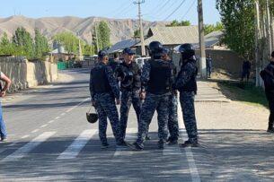 Секретариат Совбеза Кыргызстана: Требования митингующих о выдаче оружия невыполнимы