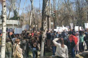 Убийство Айзады: В Бишкеке возле здания МВД проходит митинг против насилия