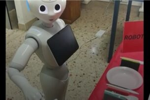 Новый робот разговаривает сам с собой, чтобы улучшить навыки коммуникации