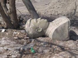 Бюст первого президента Туркменистана Ниязова выброшен за ненадобностью. «Супермурат» не в тренде, есть Аркадаг